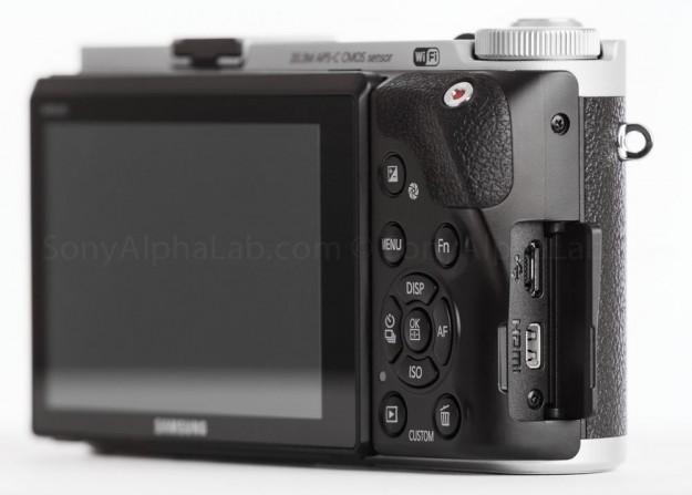 Samsung NX300 - Ports
