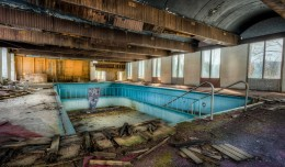 Sony A7r HDR Photograph - Abandoned Pool Scene