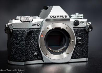 Olympus OM-D E-M5 Mark II Mirrorless Micro Four Thirds Digital Camera
